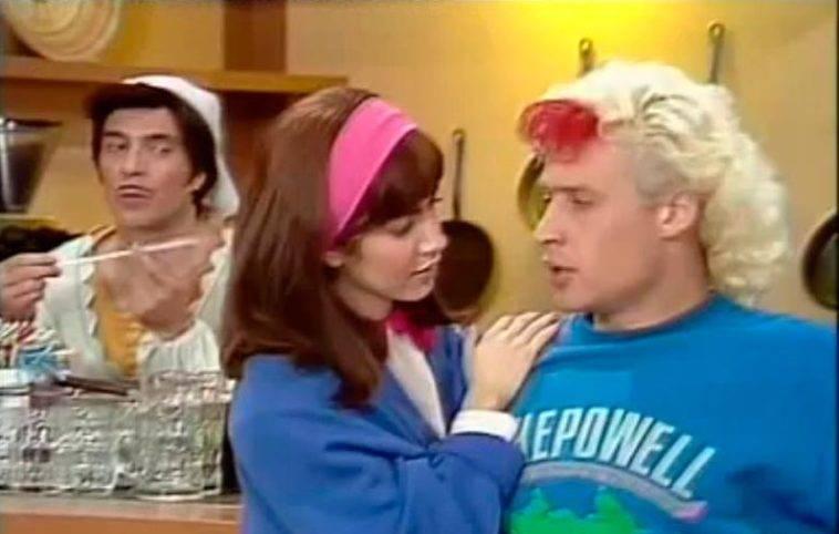 In kiss me licia perché cambia il colore dei capelli dalla sigla