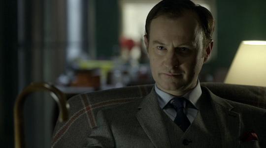 10 motivi per amare Mycroft Holmes