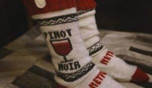 Netflix inventa i calzini che mettono in pausa la Serie Tv se ti addormenti mentre la guardi