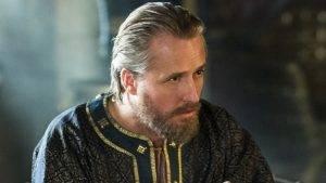 Vikings – Re Ecbert, il viscido e subdolo fascino di un despota