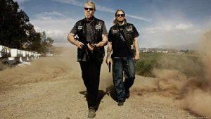 La seconda stagione di Sons of Anarchy introduce la Legge del Tre