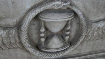 L'Uroboro simbolo della ciclicità della Storia
