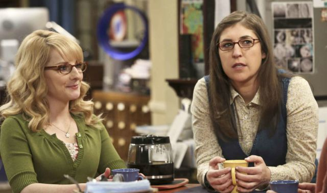 the big bang theory ufficiale la presenza di mayim bialik e melissa rauch. Black Bedroom Furniture Sets. Home Design Ideas