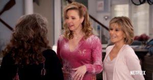 Lisa Kudrow sarà nella quarta stagione di Grace and Frankie. Ecco il trailer!