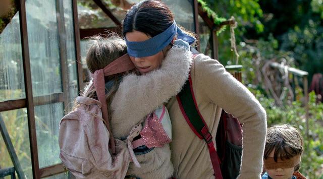Bird Box Challenge: la moda pericolosissima nata dal film con Sandra Bullock